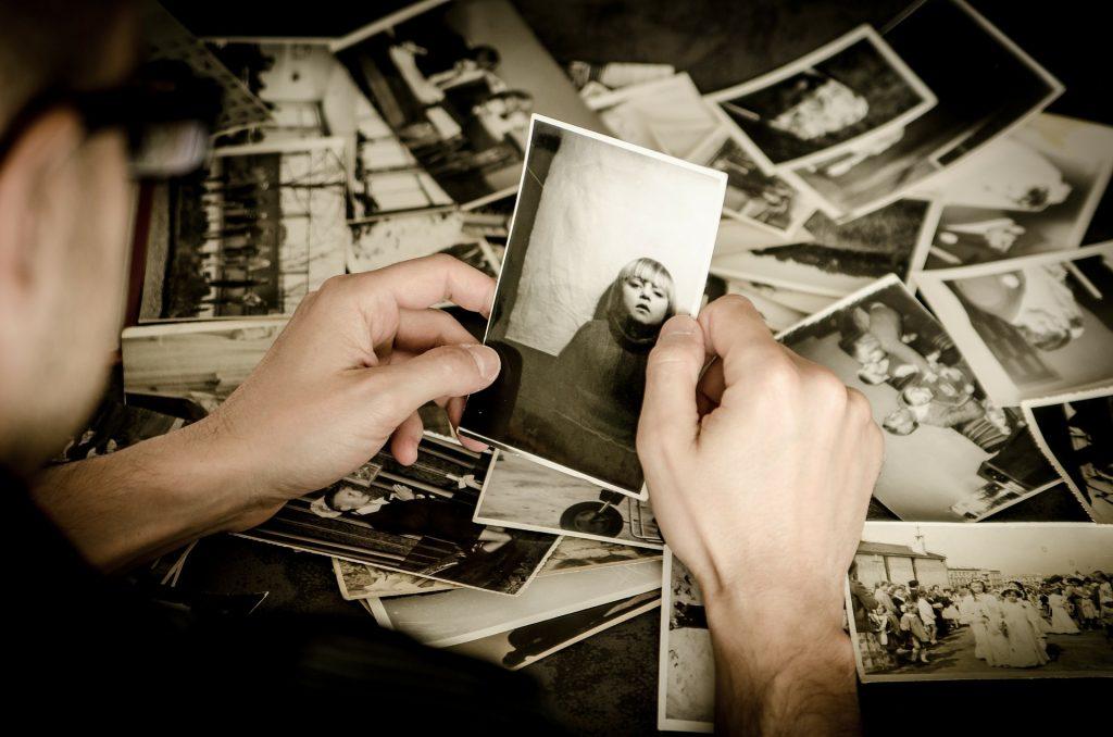 woman_holding_photo